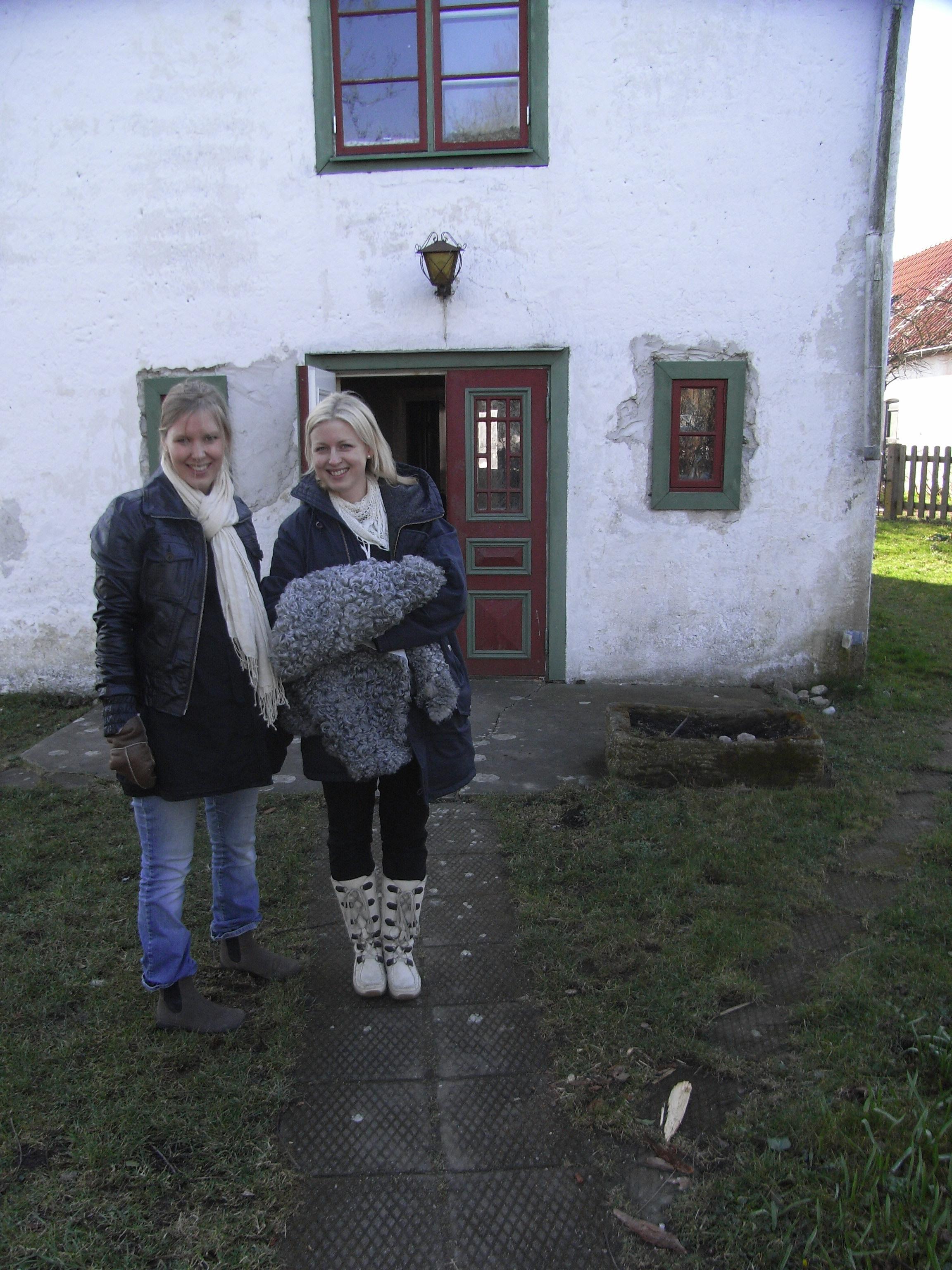 Elin och Mia köper skinn